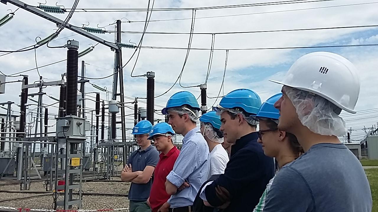 Visite d'un poste électrique de RTE (Mions).